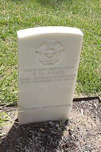 Leading Aircraftman F St J Page gravestone in the Wagga Wagga War Cemetery.jpg