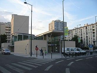 Les Agnettes (Paris Métro) - Image: Les Agnettes ext