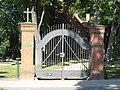 Liebenwalde Friedhofsportal.jpg
