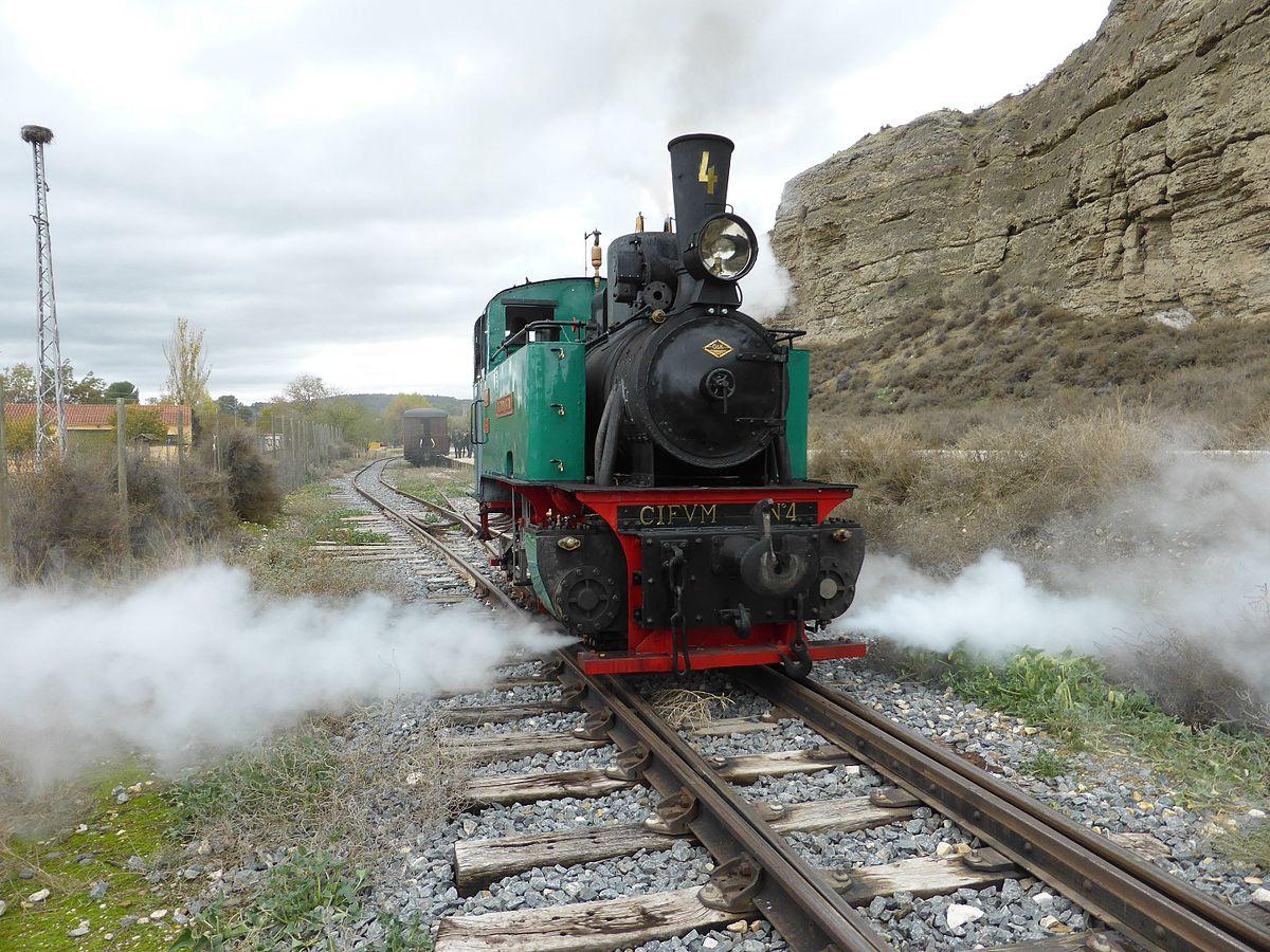 1200px-Locomotora_de_vapor_%C3%81liva%2C_del_Tren_de_Arganda%2C_Madrid%2C_fabricada_en_el_a%C3%B1o_1926_por_O_%26_K%2C_para_la_Real_Compa%C3%B1%C3%ADa_Asturiana.jpg