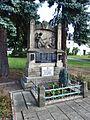 Loukov (KM), pomník.JPG