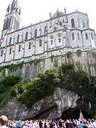 Lourdes cathedrale-grotte.jpg
