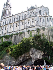 Lourdes cathedrale-grotte.jpg