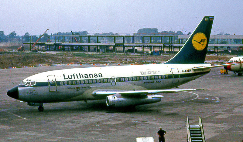 File:Lufthansa Boeing 737-100 at Manchester Airport in 1972.jpg