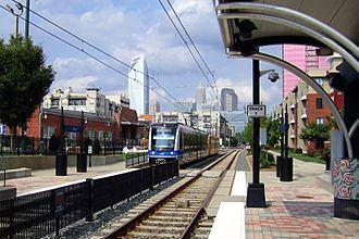 Lynx Blue Line - LYNX car entering Bland Street station