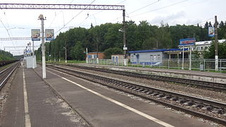 Machihino railway platform (common view from island platform).jpg