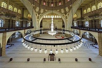 Al Fateh Grand Mosque - Image: Main Prayer Hall Al Fateh Mosque sadoonsphotography