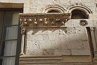 Maison romane de Nîmes 4.JPG