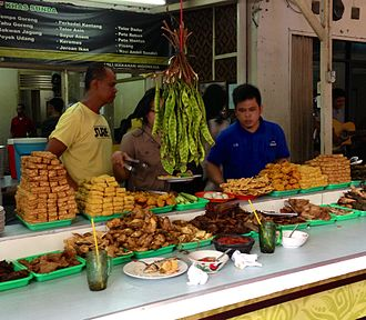Sundanese cuisine - A Sundanese warung foodstall, displaying foods on table