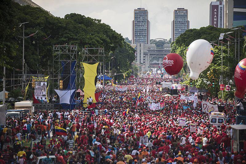Archivo:Manifestación en apoyo a Nicolás Maduro.jpg
