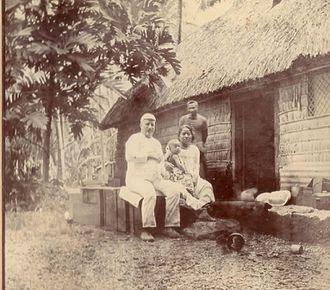 Nui (atoll) - Martin Kleis (1850-1908) with Kotalo Kleis and their son Hans Martin Kleis.
