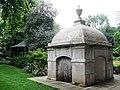 Mausoleum in Paddington Street Garden, W1 - geograph.org.uk - 1527687.jpg