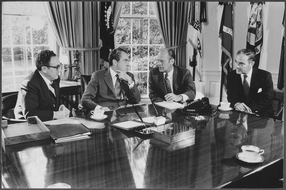 Meeting in the Oval Office concerning Congressman Ford's nomination as Vice President - NARA - 194549