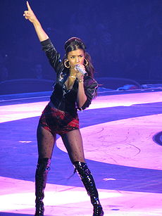 "Melody Thornton na ""World Domination Tour"""
