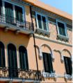 Messina, Via Garibaldi, banco Cerruti o palazzo del Granchio o Isolato 312 (Comp.III) del PR di Messina o palazzo Francesco Savoja e Matilde Savoja vedova Galletti (Gino Coppedè e Giuseppe Mallandrino) (4).png