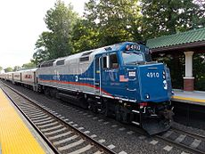 Metro-North Railroad EMD F40PH-3C 4910.jpg