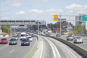 Metrobus (Buenos Aires) - Central Metrobus lane on the 25 de Mayo expressway.