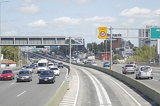 Metrobus (Buenos Aires) - Central Metrobus lane on the 25 de Mayo expressway.