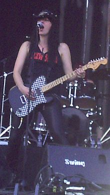 Mia Coldheart, cantant/guitarrista de Crucified Barbara