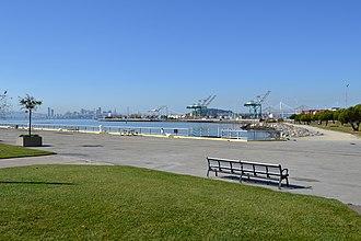 Middle Harbor Shoreline Park - Middle Harbor Shoreline Park in the Port of Oakland