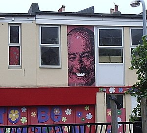 Mike Reid (actor) - Mike Reid's face on the façade of a shop in Brighton