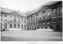 Photo de la cour d'honneur.