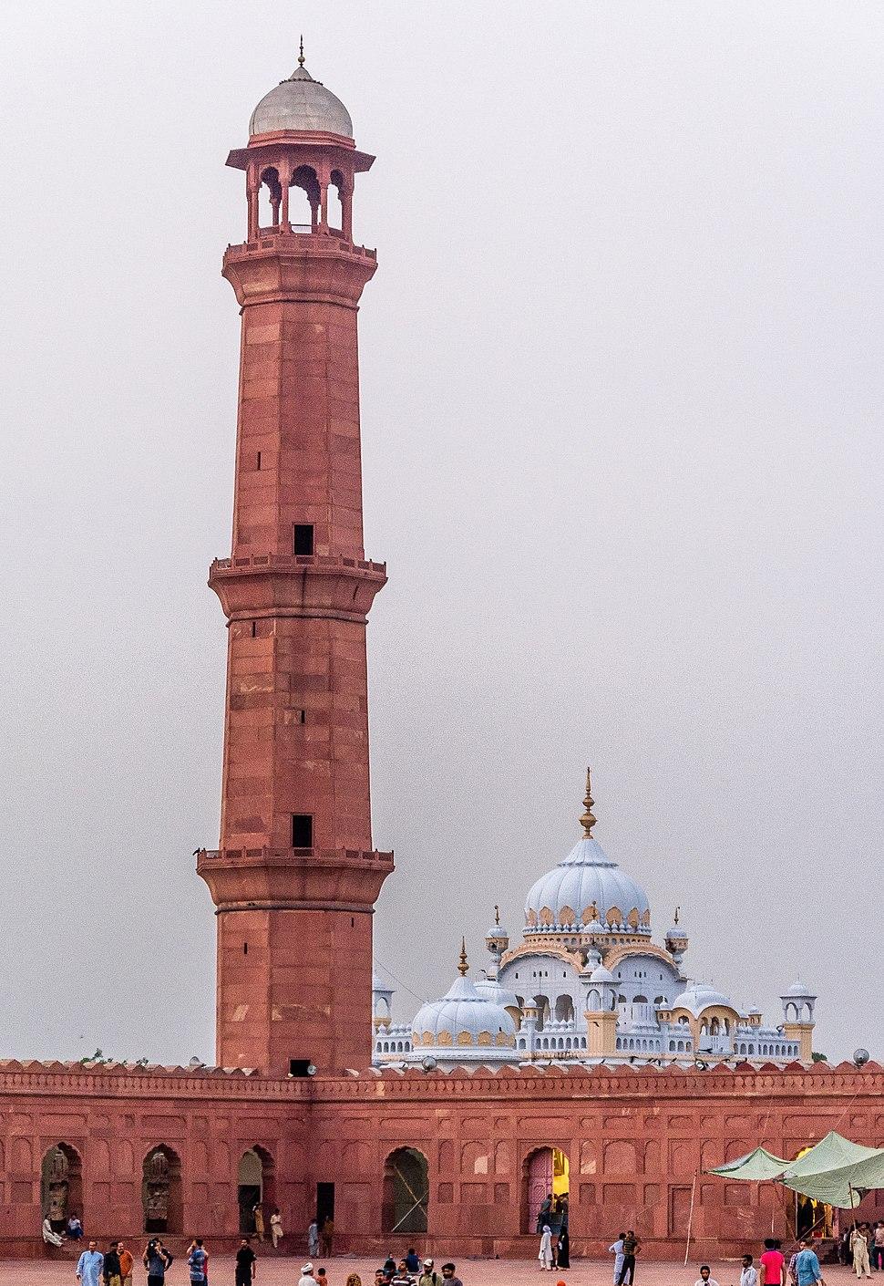 Minaret of Badshahi Mosque along with Rangit Singh Samadhi