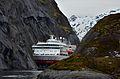 Mind the gap Trollfjorden.jpg