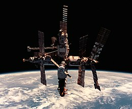 Mir space station 12 June 1998-cropped.jpg