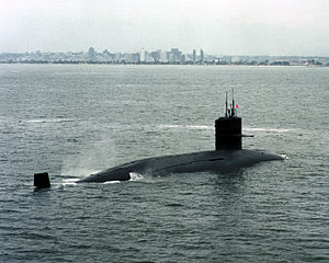 Mochishio (SS 574), a Yushio class submarine enters San Diego harbour in 1992 to take part in the RIMPAC 92' military exercise.