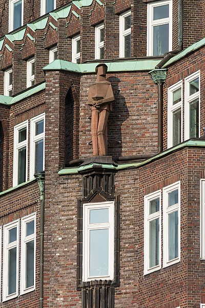 File:Montanhof (Hamburg-Altstadt).Fassadendetail.1.11874.ajb.jpg