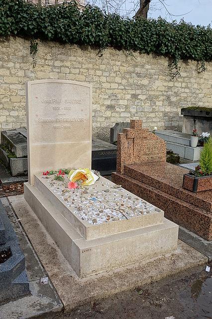 Tombe de Jean-Paul Sartre et Simone de Beauvoir en 2013 au cimetière du Montparnasse.