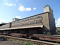 Nákladové nádraží Žižkov, severní křídlo, ze středního nástupiště.jpg