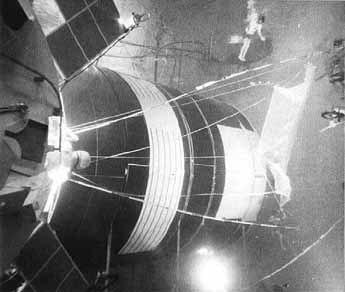 Neutral Buoyancy Space Simulator