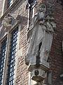 Nijmegen - Stadhuis - Beeld Madonna met Kind van Albert Termote.jpg