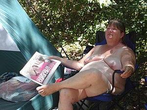 English: naturist camping Deutsch: FKK-Camping...