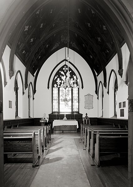 File:Oak Hill Cemetery Chapel - interior.jpg