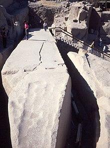 220px-Obelisk2.jpg