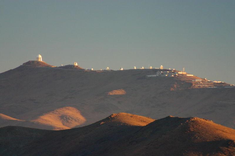 Fichier:Observatoire de LaSilla depuis la route de Las Campanas.jpg