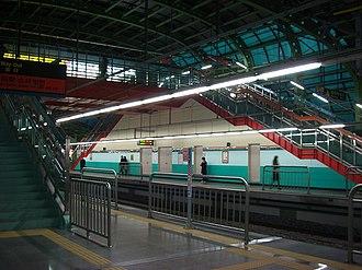 Oksu station - Image: Oksu 03