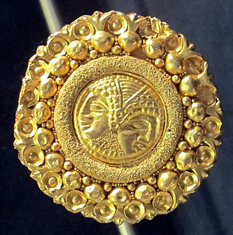 Etruscan jewellery is displayed at the National Archaeological Museum of Ferrara. Ornamento in oro, 410-300 ac. ca. 01.JPG