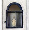 P1280606 Paris XII rue de Bercy N235 niche et statue rwk.jpg