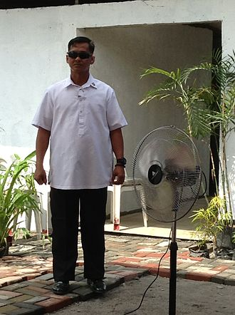 Presidential Security Group - A Presidential Security Group agent in a short-sleeve barong