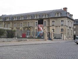 Palace of Tau