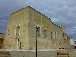 Palazzo Feudale Arnesano.jpg