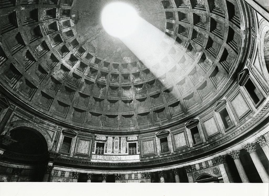 Monument à Rome : Dome intérieur du Panthéon à Rome – Photo de Paolo Monti