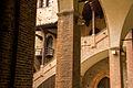 Particolare di porticato e scala interna di Palazzo Re Enzo.jpg