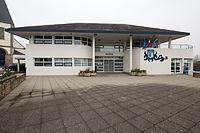 Parvis de la mairie, Étel, France.jpg