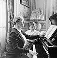 Pavla Vachková-Osuská, echtgenote van diplomaat Štefan Osuský, en hun zoon Štefa, Bestanddeelnr 255-8770.jpg