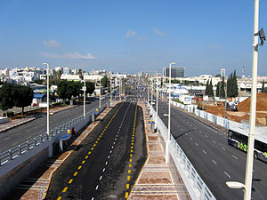 Transport in Petah Tikva - The bus lane on Jabotinsky Road, Petah Tikva (View from the Calatrava bridge)